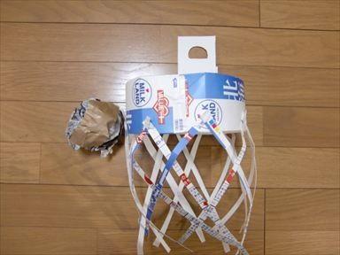バスケットゴールとバスケットボールの手作りおもちゃ